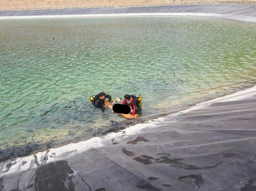 تصویر جوان ۱۸ ساله در استخر ذخیره آب در قمصر کاشان غرق شد