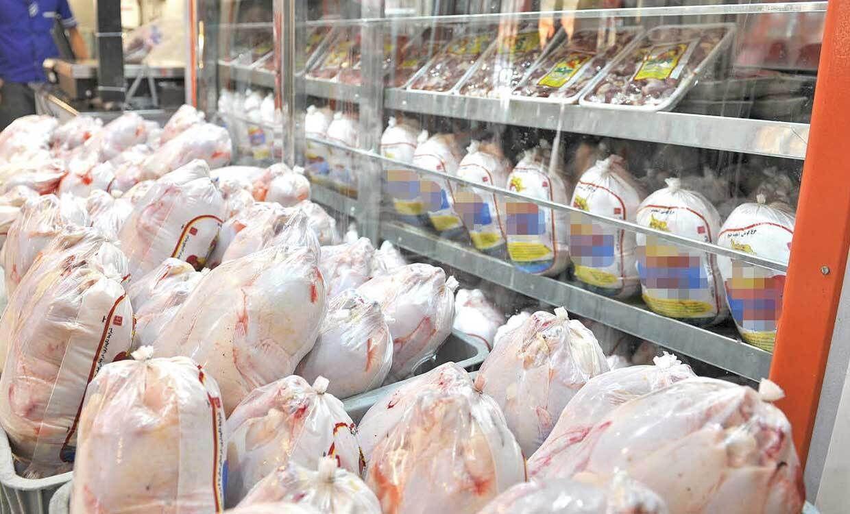 تصویر رییس بهزیستی کاشان: مرغ تاریخ گذشته بین مددجویان توزیع نشد