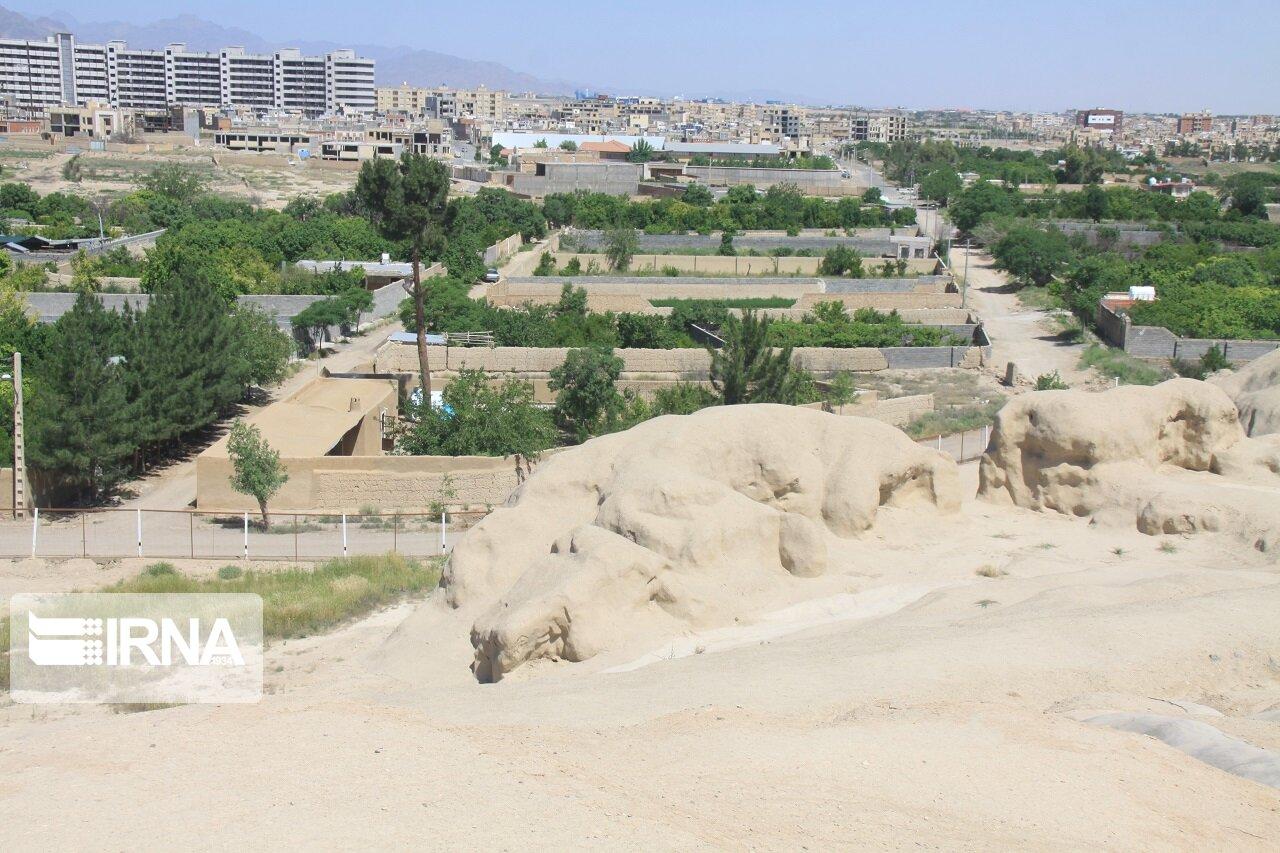 تصویر فرماندار کاشان: روند آزادسازی محوطه باستانی سیلک رضایتبخش نیست