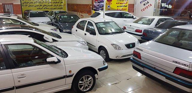 تصویر قیمت خودرو در بازار با دلار ۴۰هزار تومانی است  نه با دلار ۲۳ هزار تومانی