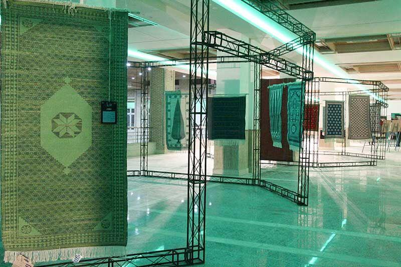 تصویر نفرهای برتر نخستین جشنواره ملی زیلو در میبد تجلیل شدند