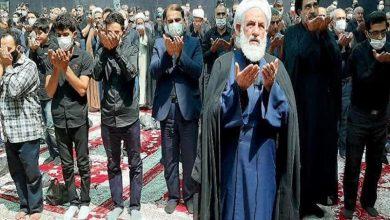 تصویر نماز ظهر عاشورا به امامت نماینده ولی فقیه در کاشان اقامه شد+تصویر