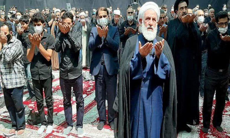 نماز ظهر عاشورا به امامت نماینده ولی فقیه در کاشان اقامه شد+تصویر