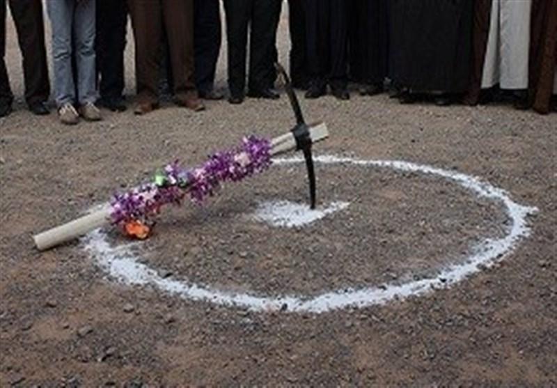 تصویر کلنگ دو مدرسه خیرساز در کاشان به زمین زده شد