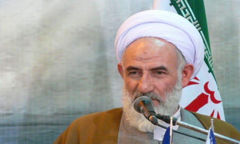 امامجمعه کاشان: اساسیترین موضوع در تداوم انقلاب اسلامی اقتصاد است
