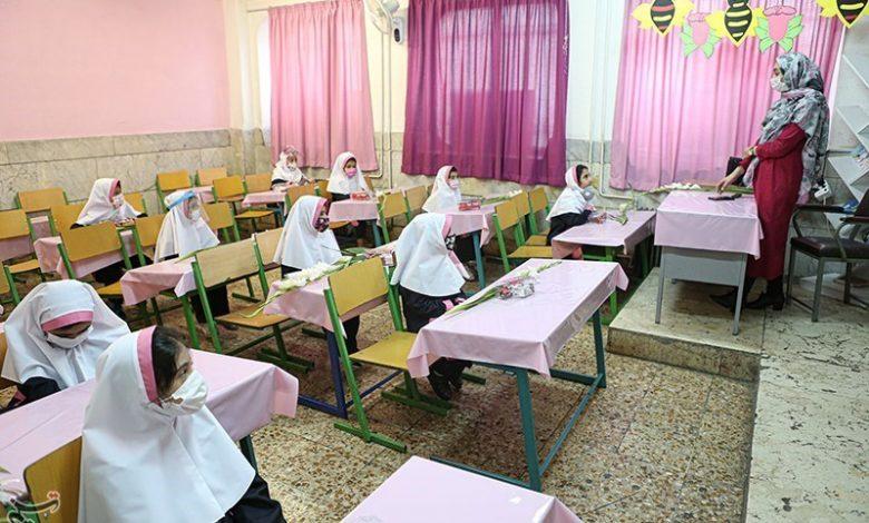 پروتکلهای بهداشتی همچنان در برخی مدارس کاشان رعایت نمیشود